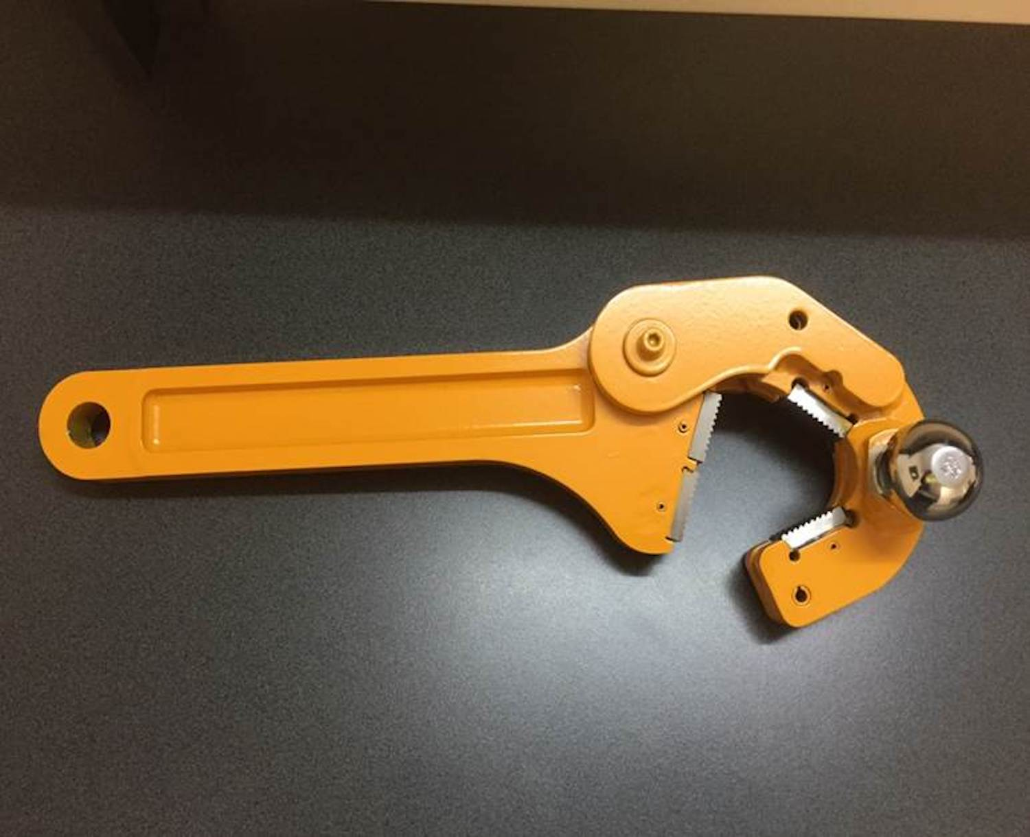 Breakout spanners for drill rods